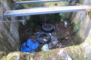 Fly tipping stank A82